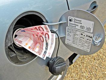 Dinero en el deposito de gasolina