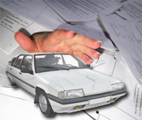 Documentos, mano y coche